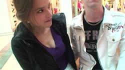 Teeny in der Mall angesprochen und von 2 Typen auf gefickt